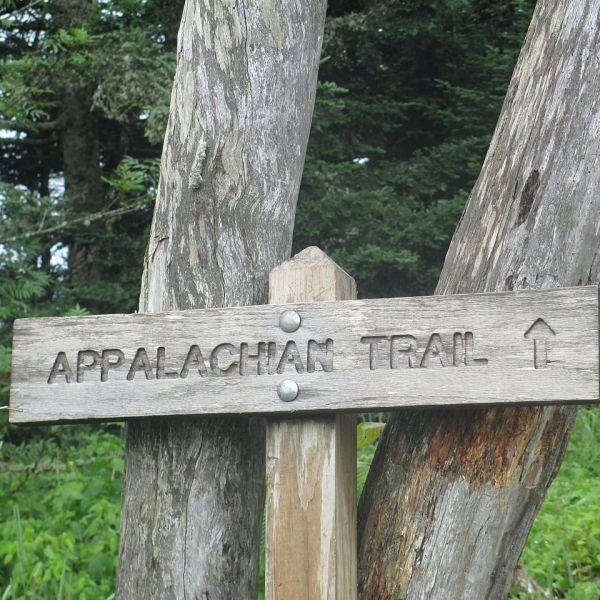 1280px-Appalachian_Trail_sign_IMG_4933_92999