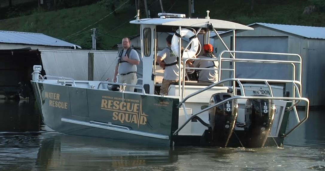 New Knoxville Rescue Boat helps in rescue on its first day_133515