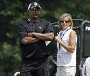Marvin Lewis, Katie Blackburn_194080