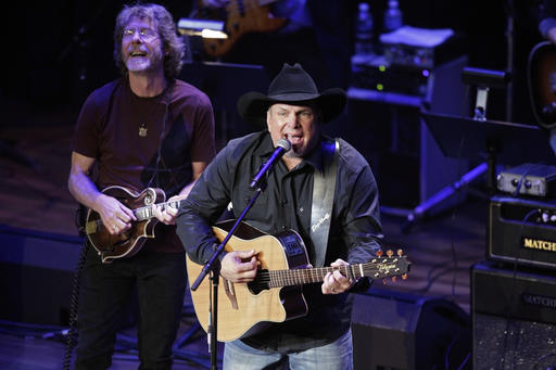Garth Brooks, Sam Bush_245324