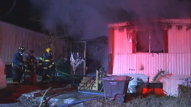 mobile-home-fire_252381