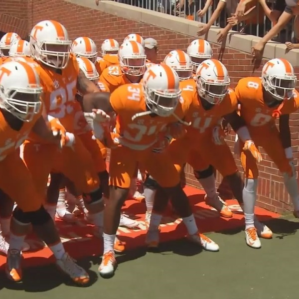 vols-football-tunnel_269052