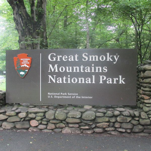 1200px-cherokee_nc_entrance_sign_to_great_smoky_mtn-_nat-_park_img_4905_274744