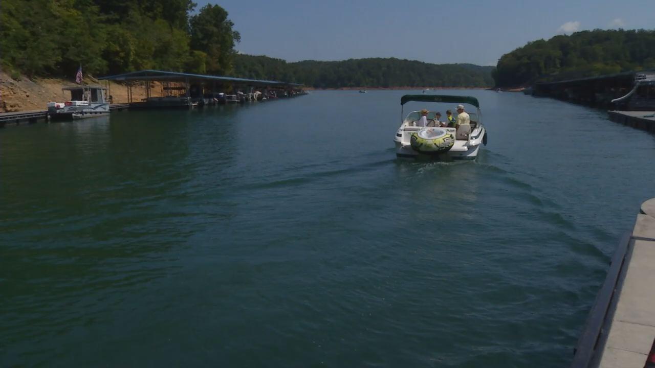 Boating on Norris Lake_233405