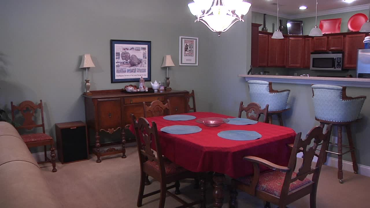 airbnb dining room_158429