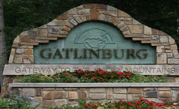 gatlinburg-sign_1523642435854.jpg