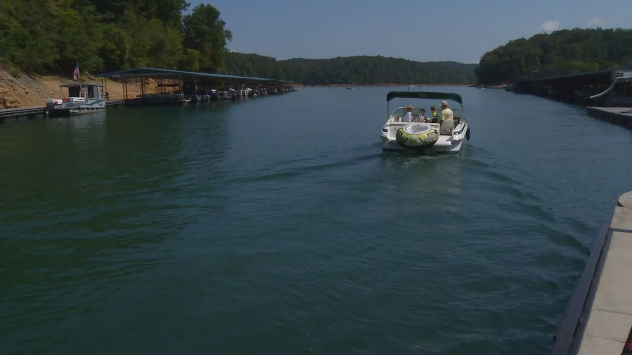 Boating on Norris Lake_233405
