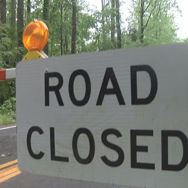 Road closed sign in Great Smoky Mountains National Park_355935