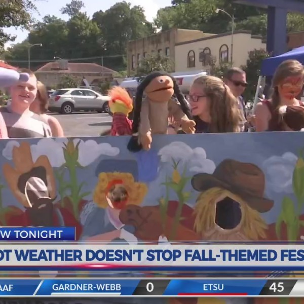 Hot weather doesn't stop fall-themed festival