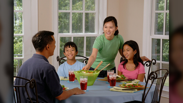 family-eating-at-the-table-619142_1920_1553811162395.jpg