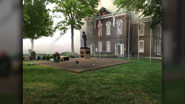COVER PHOTO_Loudon Co courthouse fire early stages_WATE_0423_1556142041434.jpg.jpg