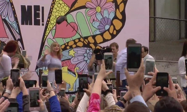 Taylor Swift mural appearance
