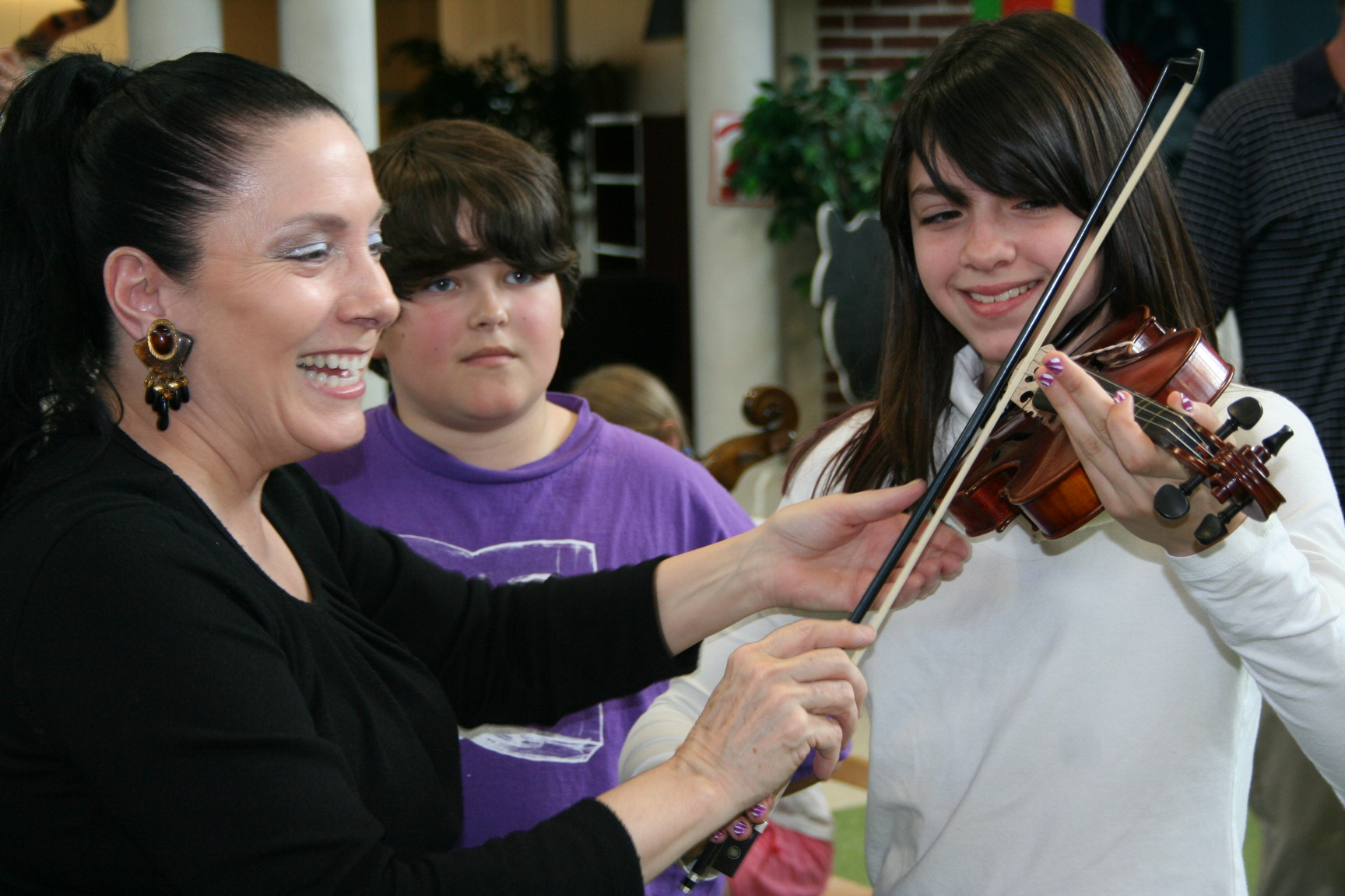 family-concert-instrument-petting-zoo_262810