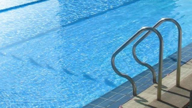 swimming-pool_32867562_ver1.0_640_360_1525218127267.jpg