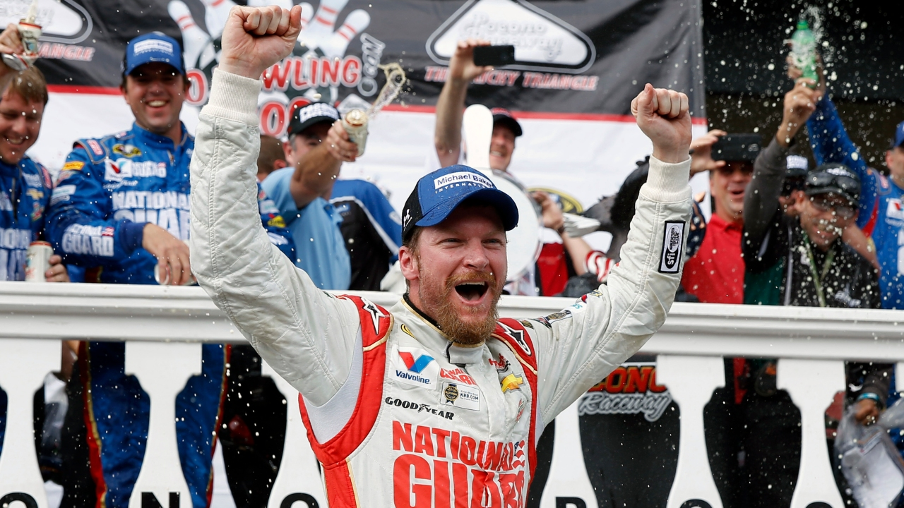 Earnhardt Jr. headlines NASCAR's 2021 Hall of Fame class ...